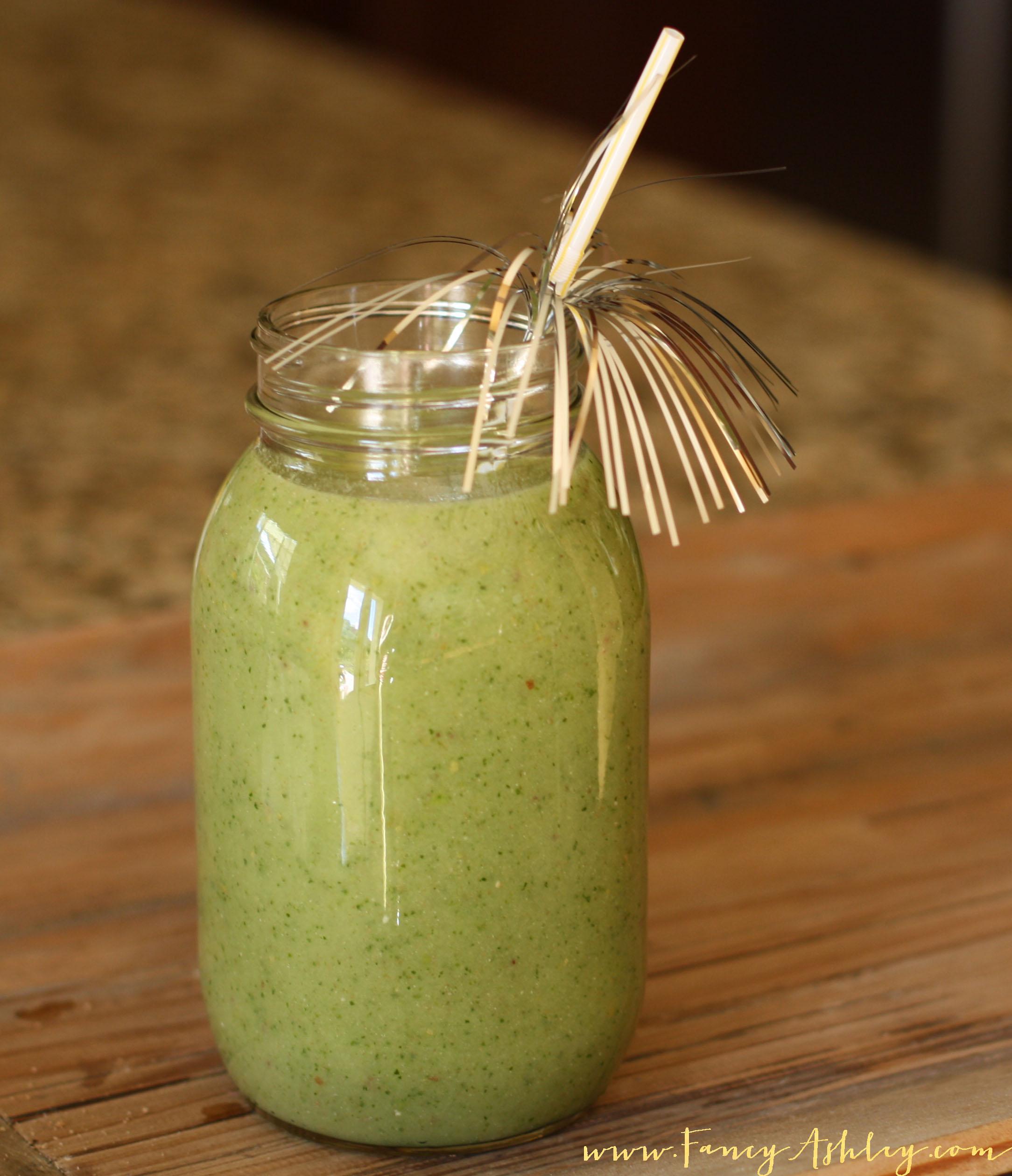 Fancy Green Smoothie Recipe // Fancy Ashley