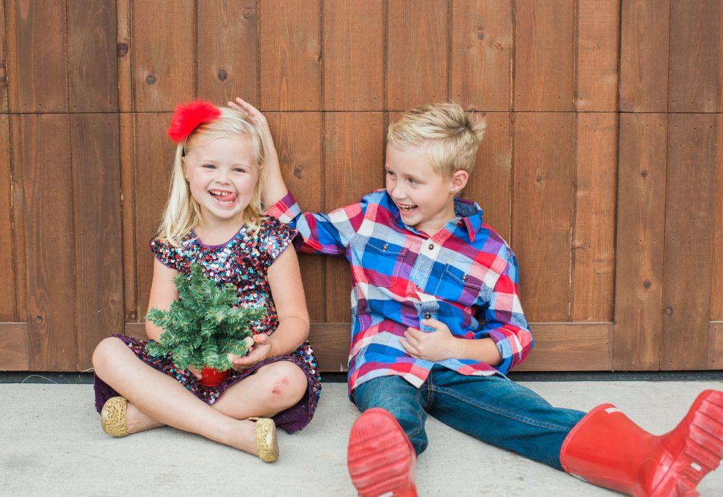kid holiday card photo ideas