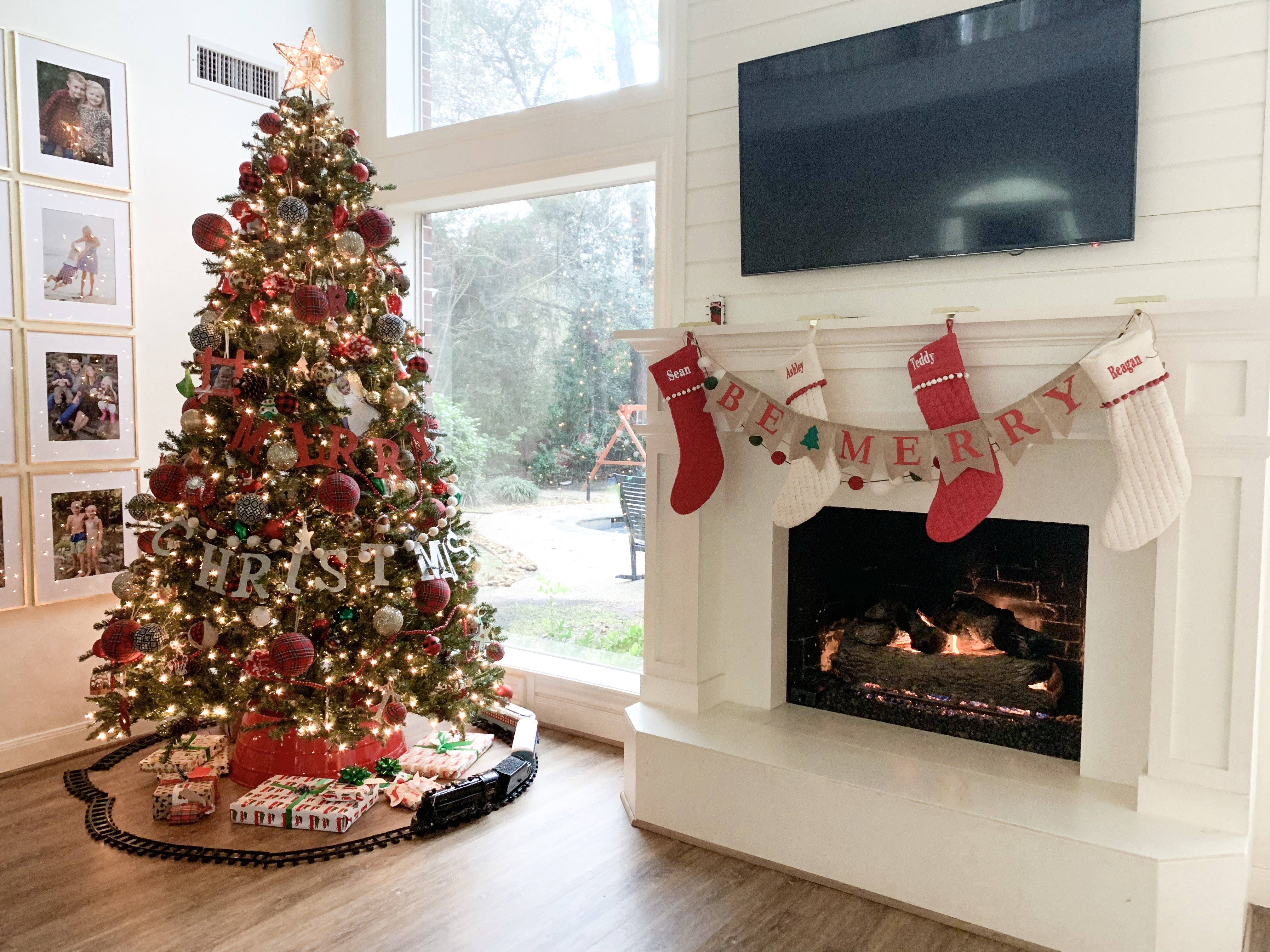 Top 5 Etsy favorites featured by popular Houston life and style blogger, Fancy Ashley: image of holiday banners available on Etsy